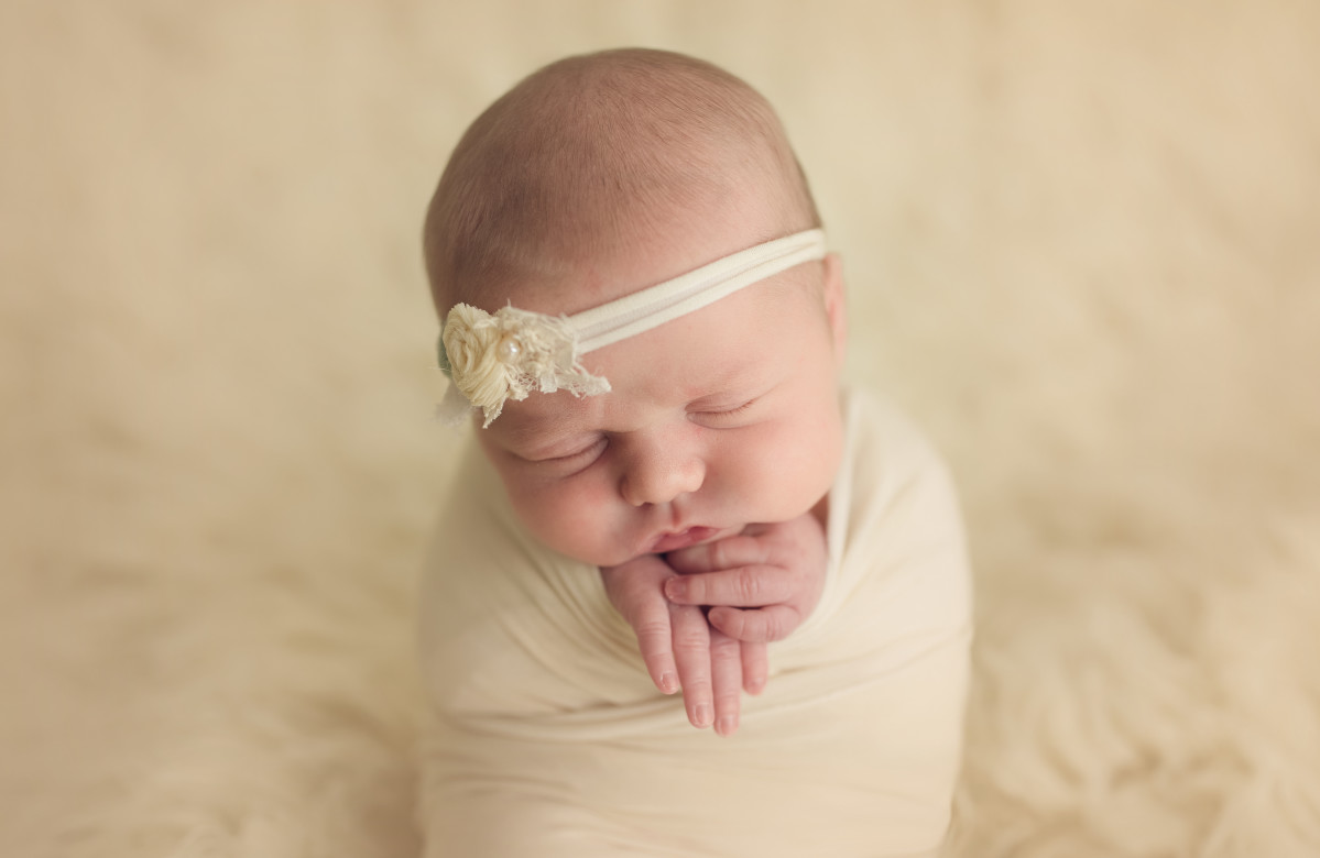ORLANDO NEWBORN PHOTOGRAPHER CAPTURING SISTERS